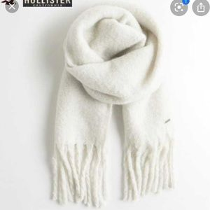 Hollister thick wool scarf